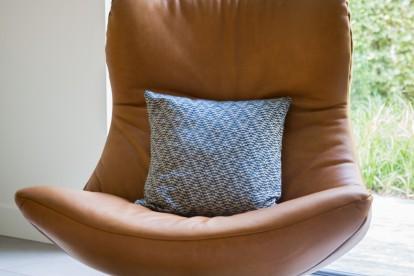 Bruine fauteuil / stoel Luxor voor een landelijke en moderne stijl / interieur. Perfect voor in de woonkamer.