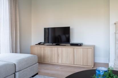 Mezzo Cabinet met zetel / sofa Devino voor een modern en landelijke woonkamer by Charrell.