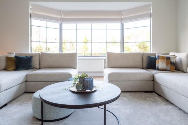 Landelijk moderne woonkamer met koffietafel Todd Combo en zetel / sofa Devino by Charrell.
